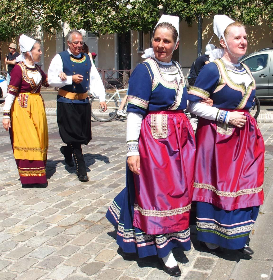 Défilé de la Gouel Breizh à  Poissy