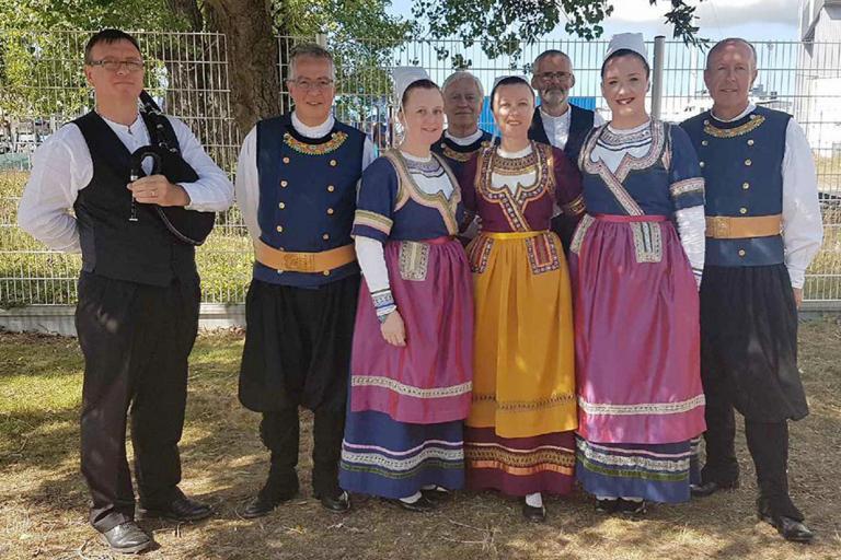 FIL 2017- 6 danseurs et danseuses et 2 musiciens du CCKB