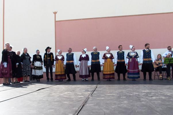 08092018 14 danseurs et 5 musiciens