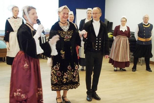 13922018 presentation des costumes les trad vannetais 1