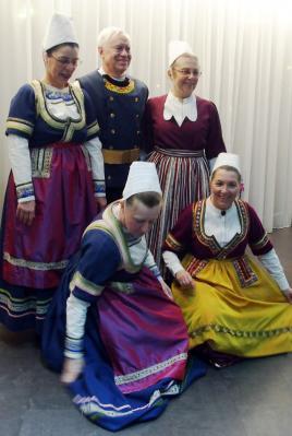 200118 les danseurs en glazik se preparent pour la photo