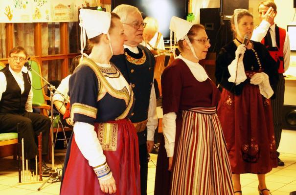 20032018 3 danseurs en costume pays de quimper