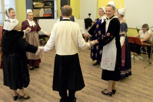 27032017 des danses bretonnes en ronde
