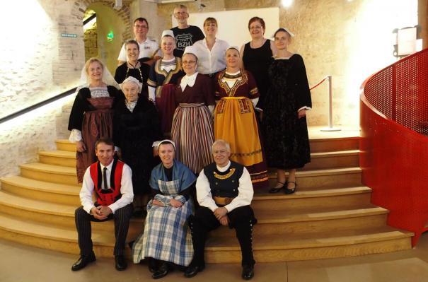 Cckb houdan photo de groupe dans le donjon
