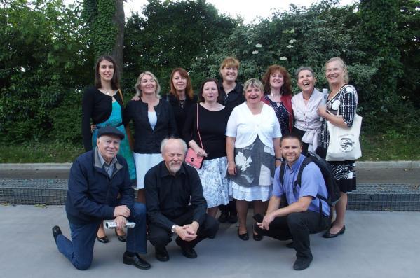 Le groupe de koroll 10 danseurs 2 musiciens